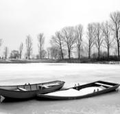 Rheinland, Niederrhein, Kalkar-Niedermoermter, Rheinaue, Kleine Woy, Boote, Kaehne, Winter, Schnee